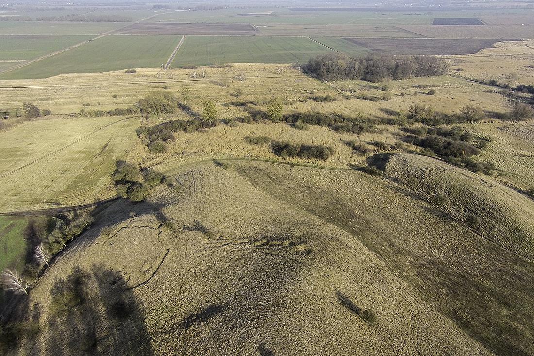 Ausläufer der Seelower Höhen mit Übergang ins Oderbruch. Hier sieht man im Vordergrund noch Reste der Hardenberg Stellung.